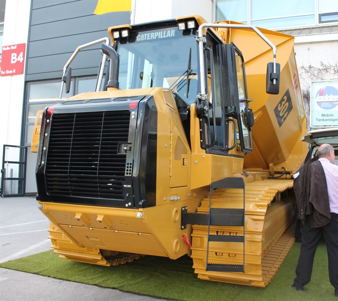 Heavyweight Tracked Dumper with Cat Roots
