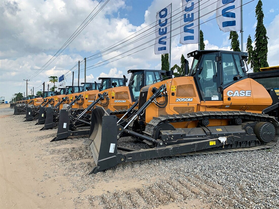 Case delivers machines to Angola