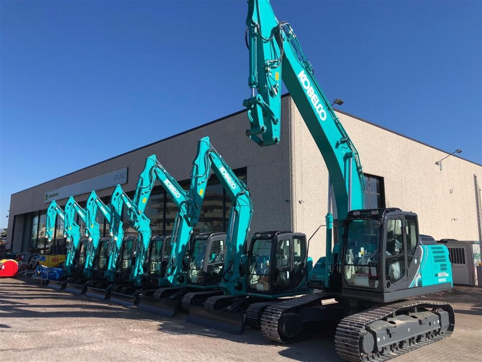 Kobelco expands operations in Italy